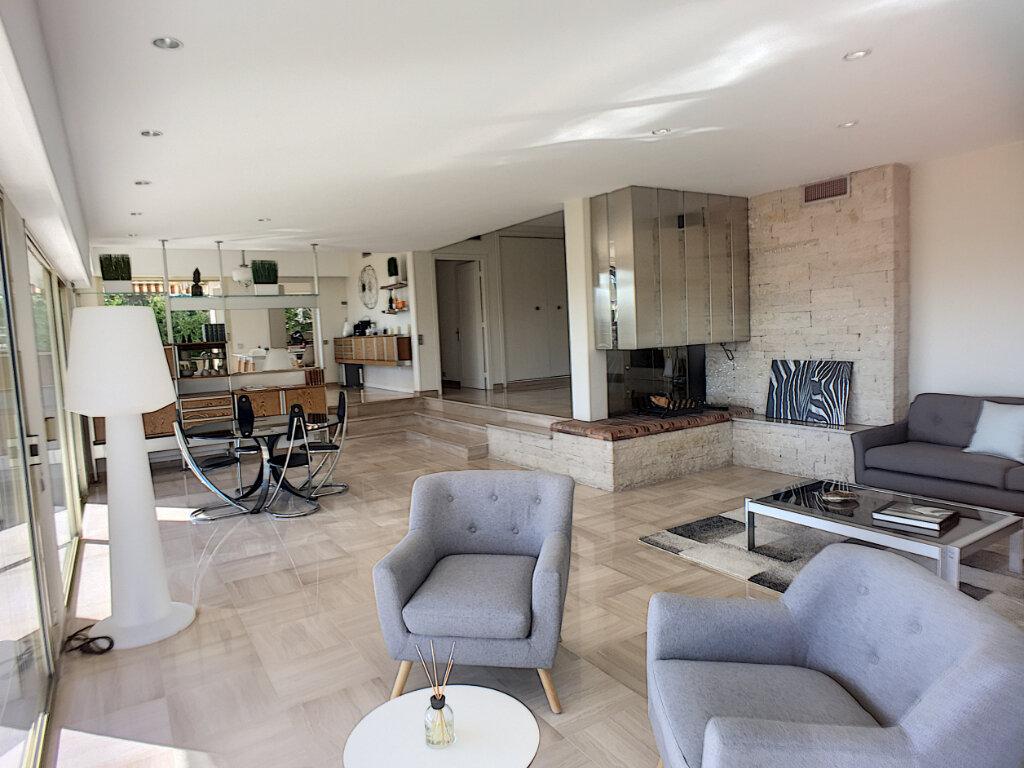 Maison à vendre 8 370m2 à Cagnes-sur-Mer vignette-3