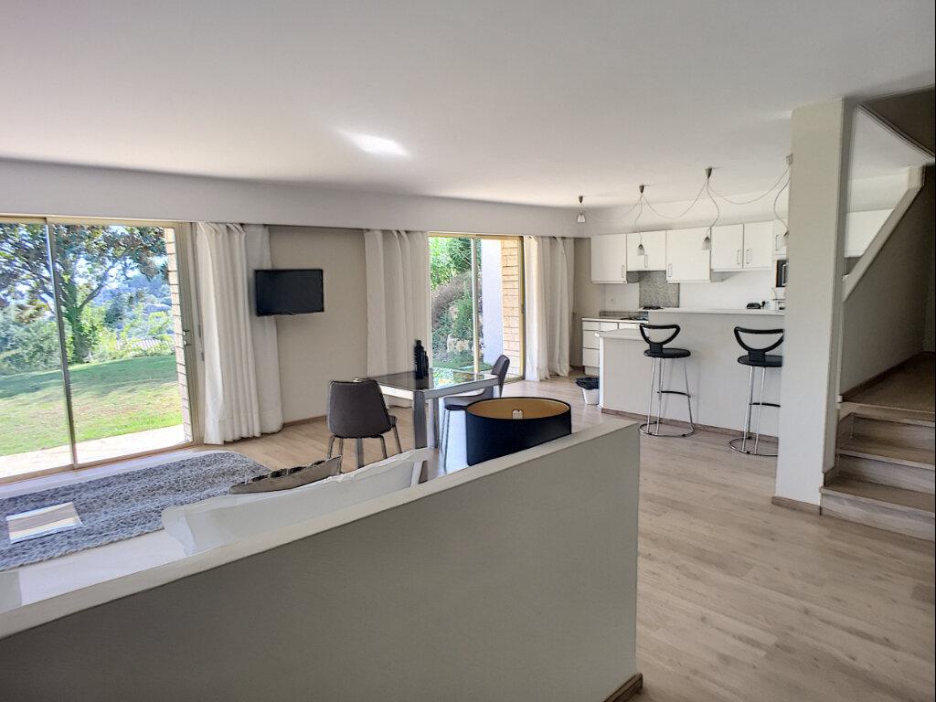 Maison à vendre 8 370m2 à Cagnes-sur-Mer vignette-10