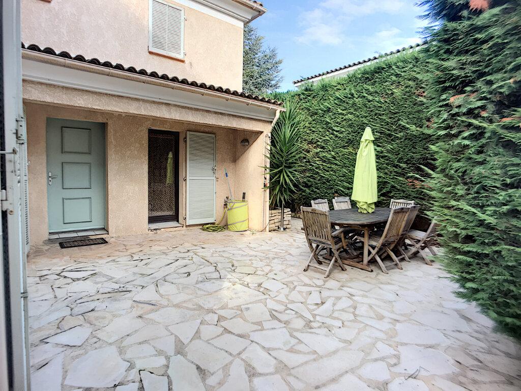 Maison à vendre 5 125m2 à Villeneuve-Loubet vignette-2