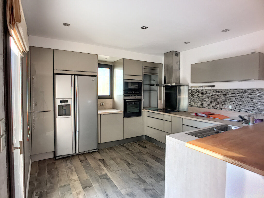 Maison à vendre 5 125m2 à Villeneuve-Loubet vignette-4