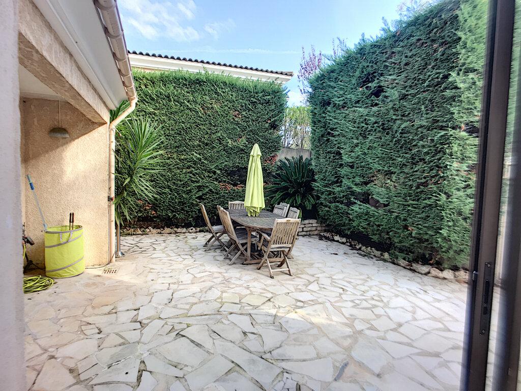 Maison à vendre 5 125m2 à Villeneuve-Loubet vignette-6