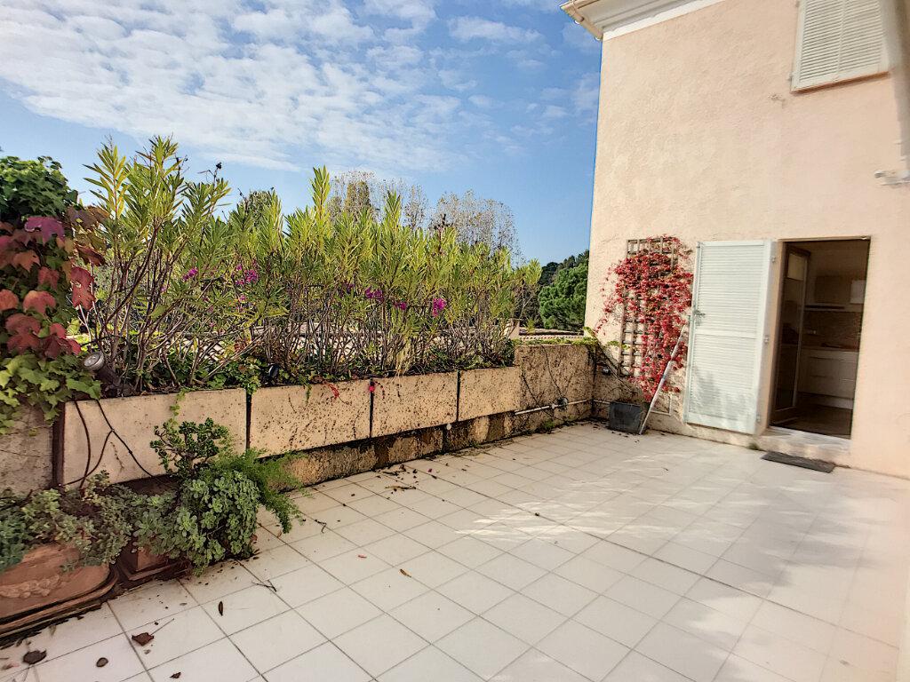 Maison à vendre 5 125m2 à Villeneuve-Loubet vignette-12