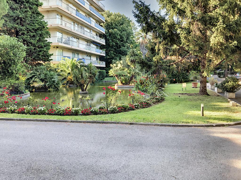 Appartement à louer 4 112.5m2 à Cagnes-sur-Mer vignette-1