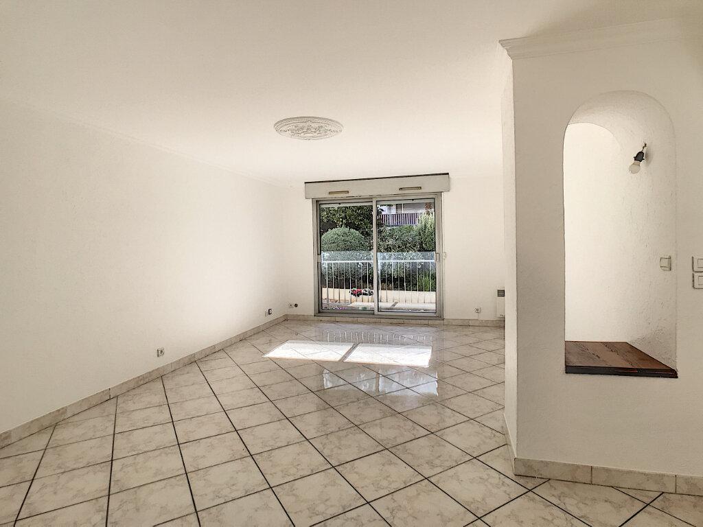 Appartement à louer 4 112.5m2 à Cagnes-sur-Mer vignette-2