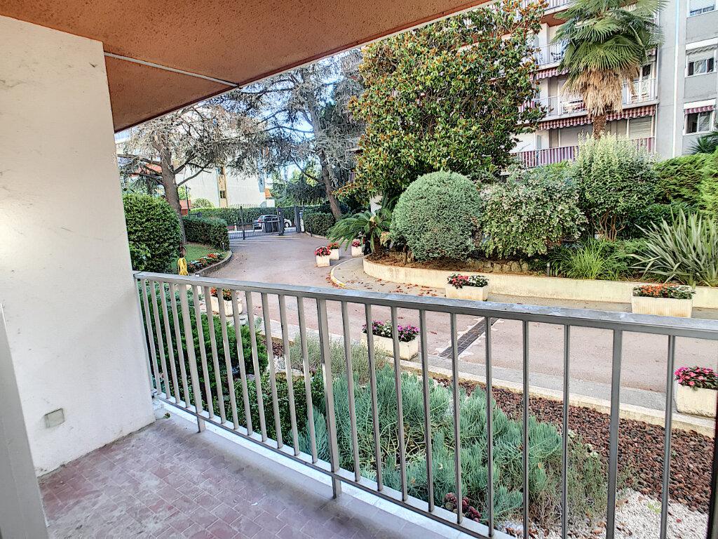 Appartement à louer 4 112.5m2 à Cagnes-sur-Mer vignette-4