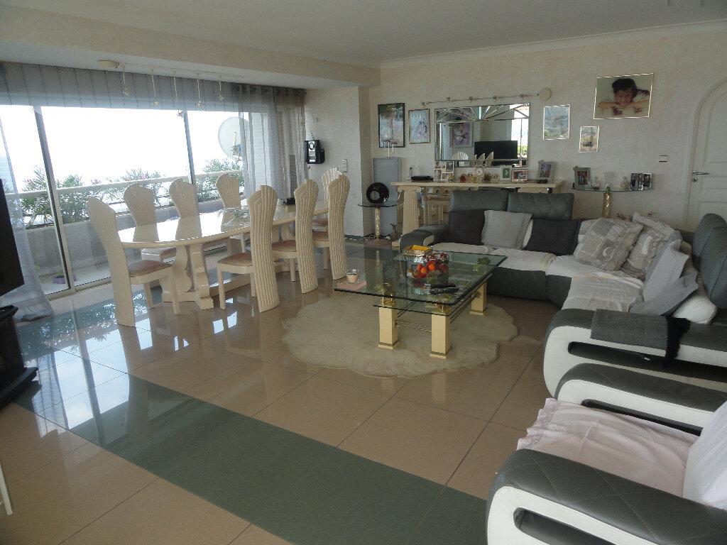 Appartement à vendre 4 145m2 à Villeneuve-Loubet vignette-3