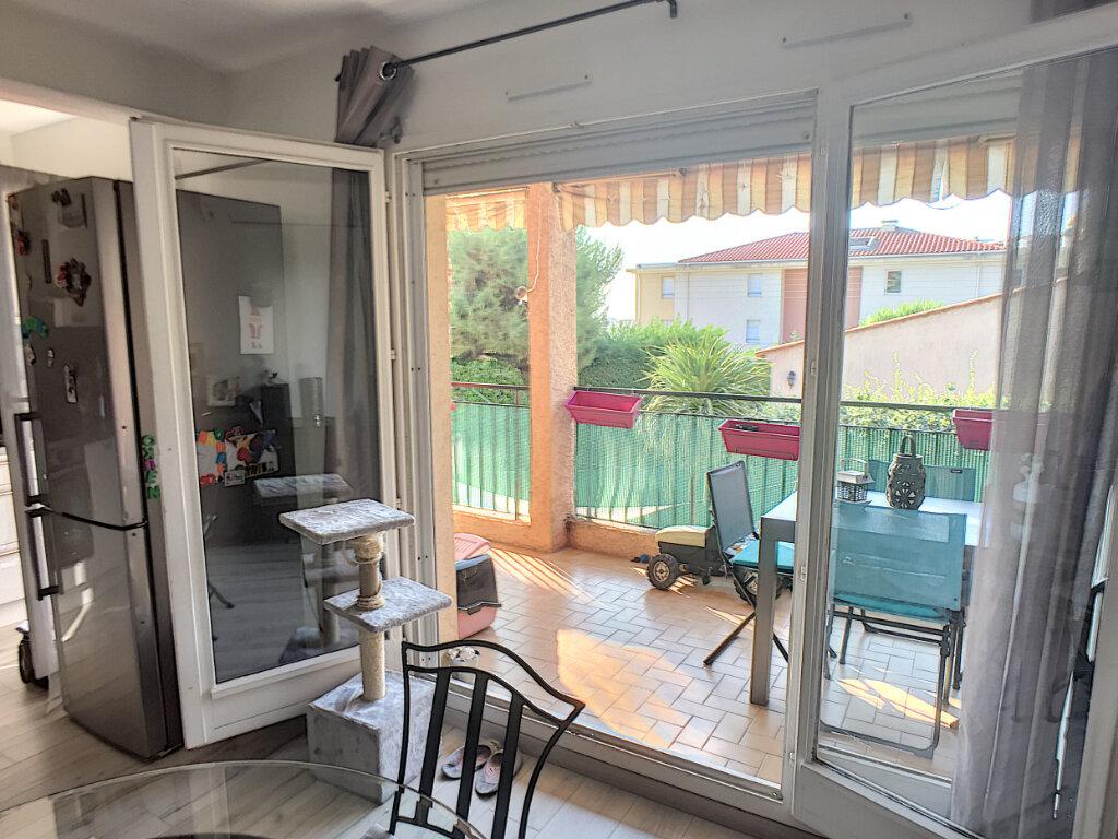 Appartement à vendre 4 77m2 à Saint-Laurent-du-Var vignette-3