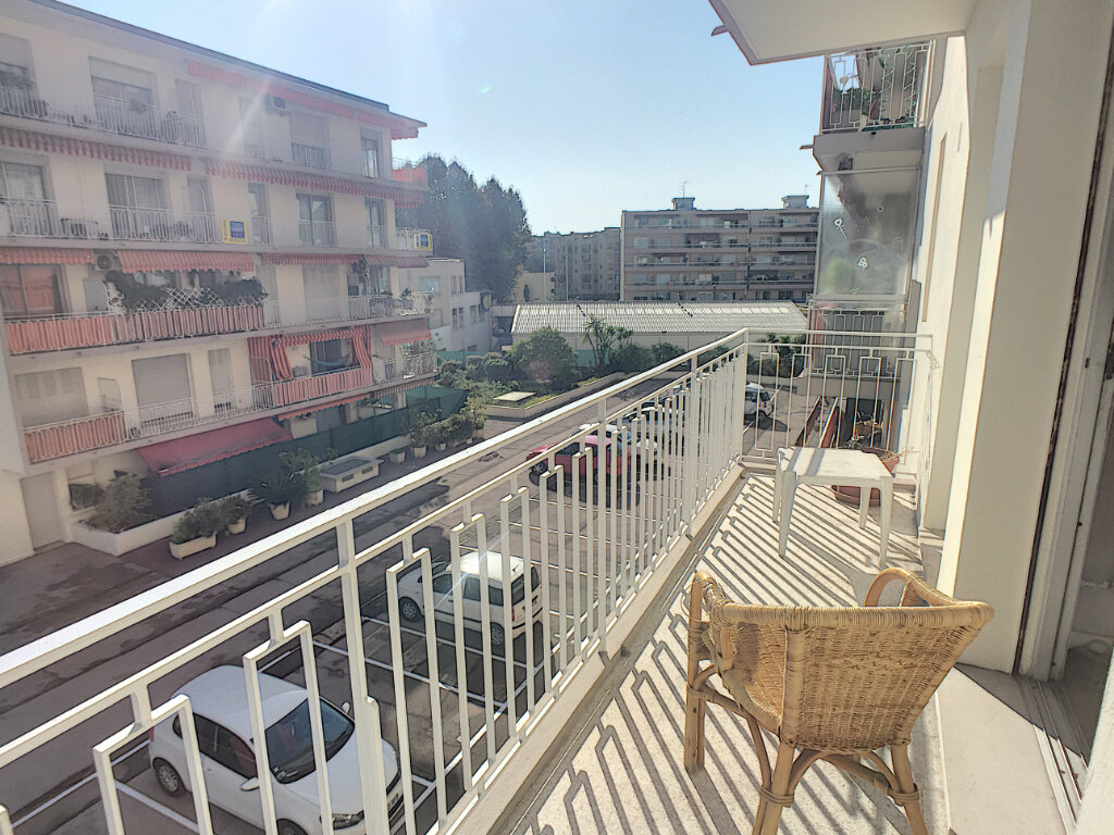 Appartement à vendre 3 77m2 à Cagnes-sur-Mer vignette-2