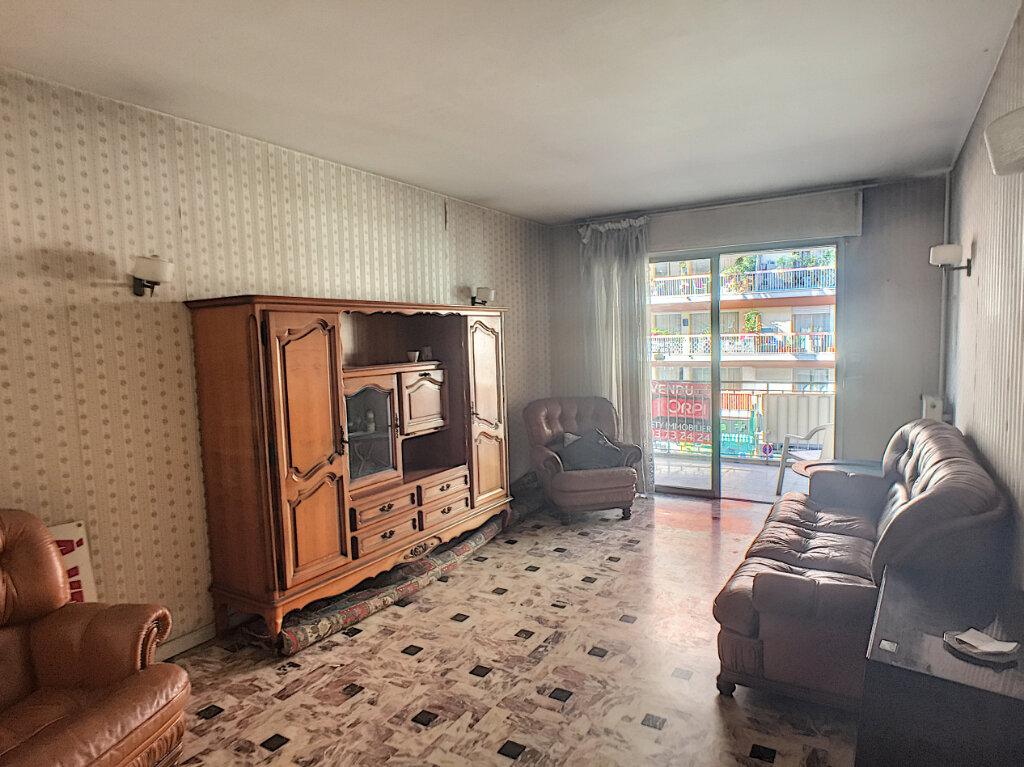 Appartement à vendre 3 77m2 à Cagnes-sur-Mer vignette-3