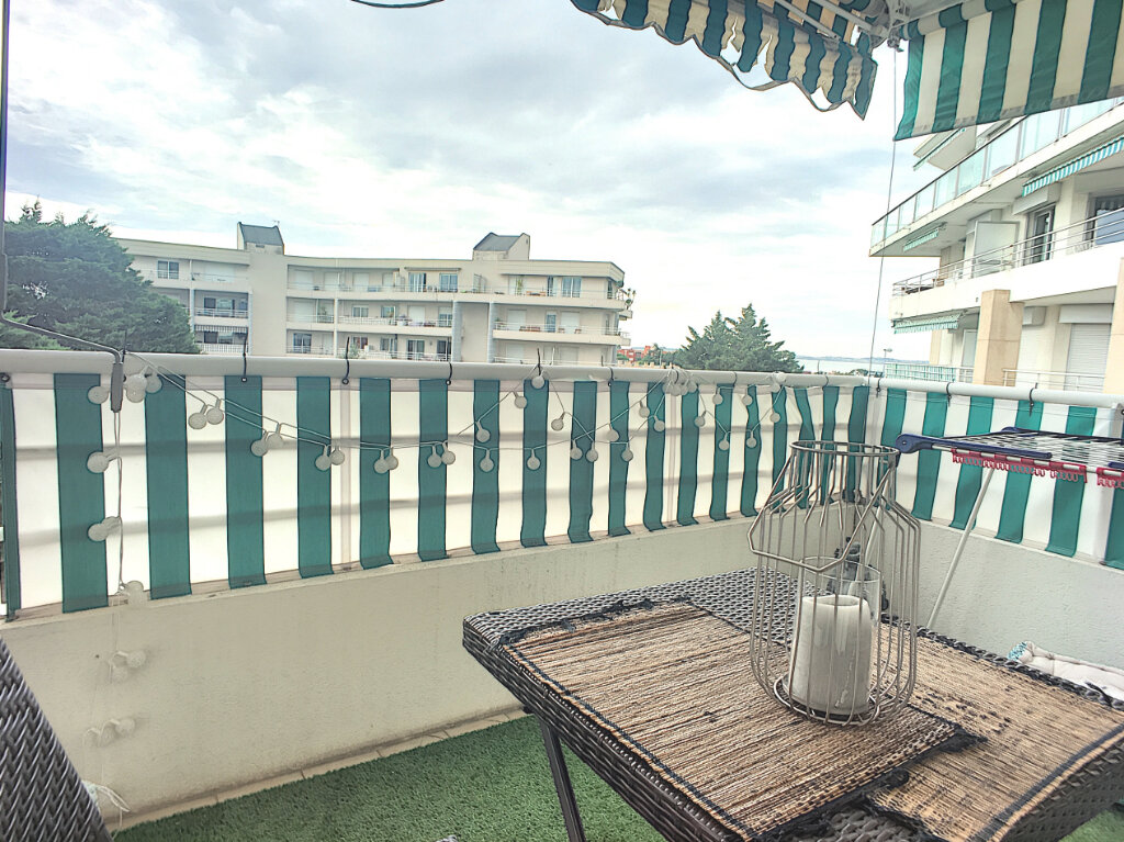 Appartement à vendre 1 26m2 à Saint-Laurent-du-Var vignette-2