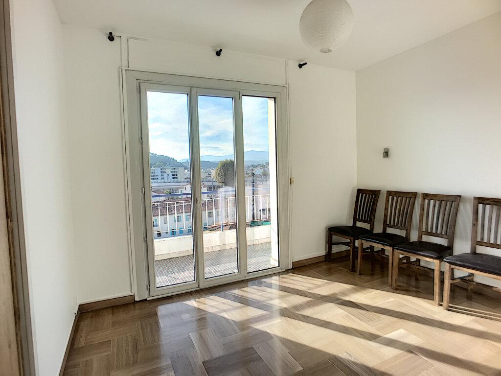 Appartement à vendre 4 76m2 à Cagnes-sur-Mer vignette-4
