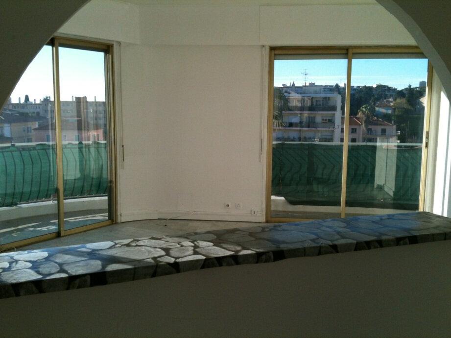 Appartement à louer 3 63m2 à Cagnes-sur-Mer vignette-2