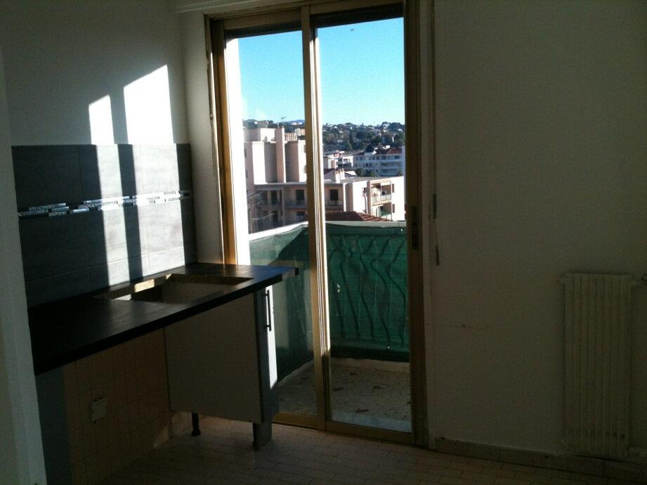Appartement à louer 3 63m2 à Cagnes-sur-Mer vignette-5