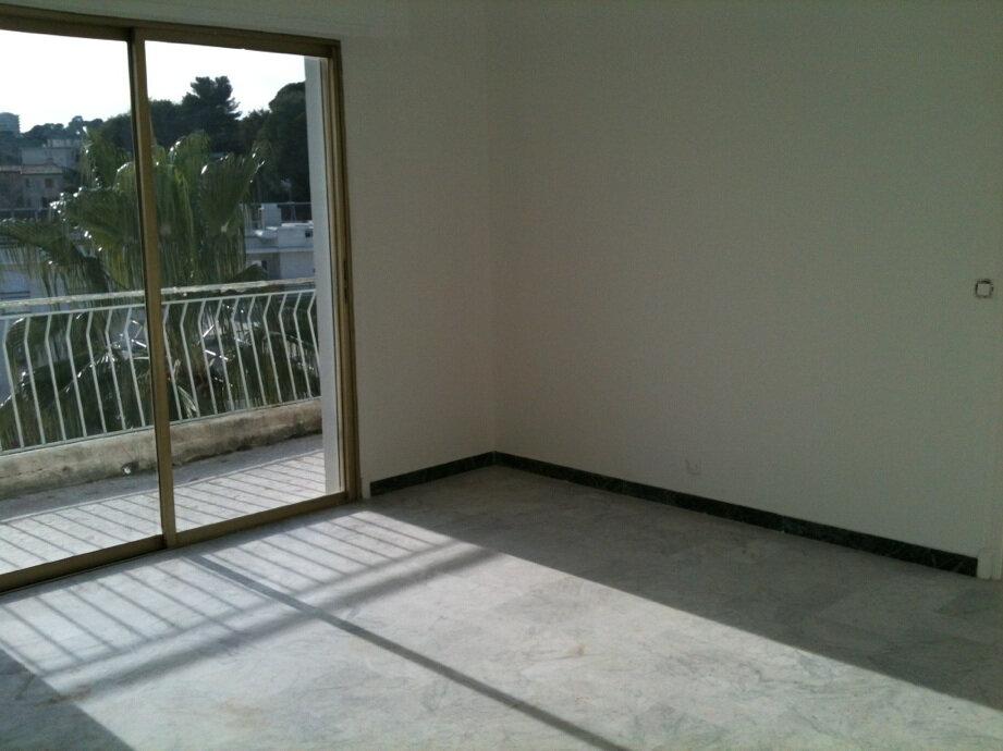 Appartement à louer 3 63m2 à Cagnes-sur-Mer vignette-9