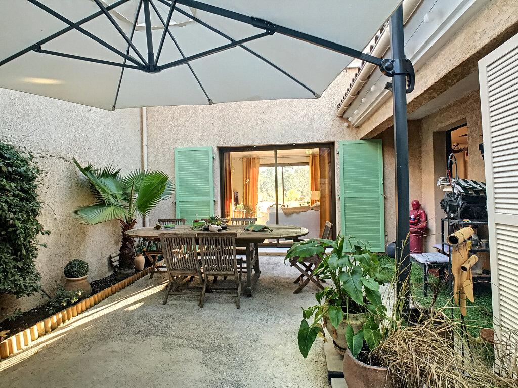 Maison à vendre 4 113m2 à Villeneuve-Loubet vignette-2