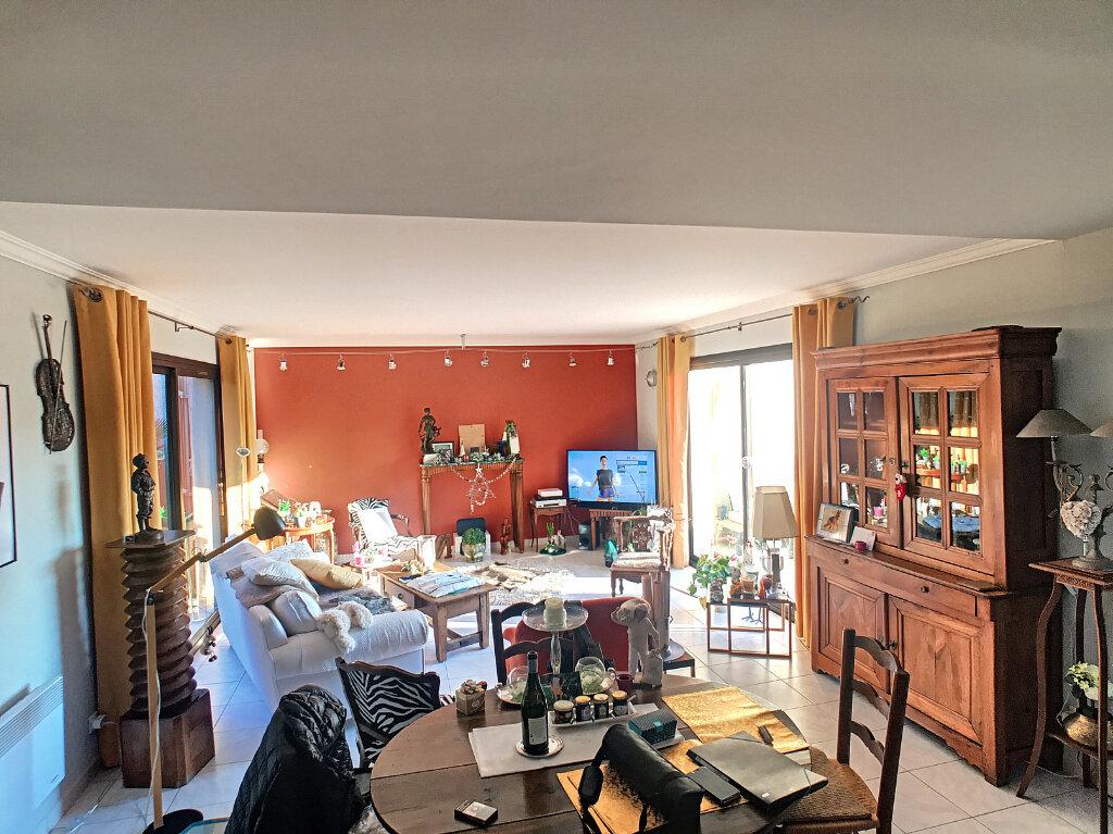 Maison à vendre 4 113m2 à Villeneuve-Loubet vignette-6