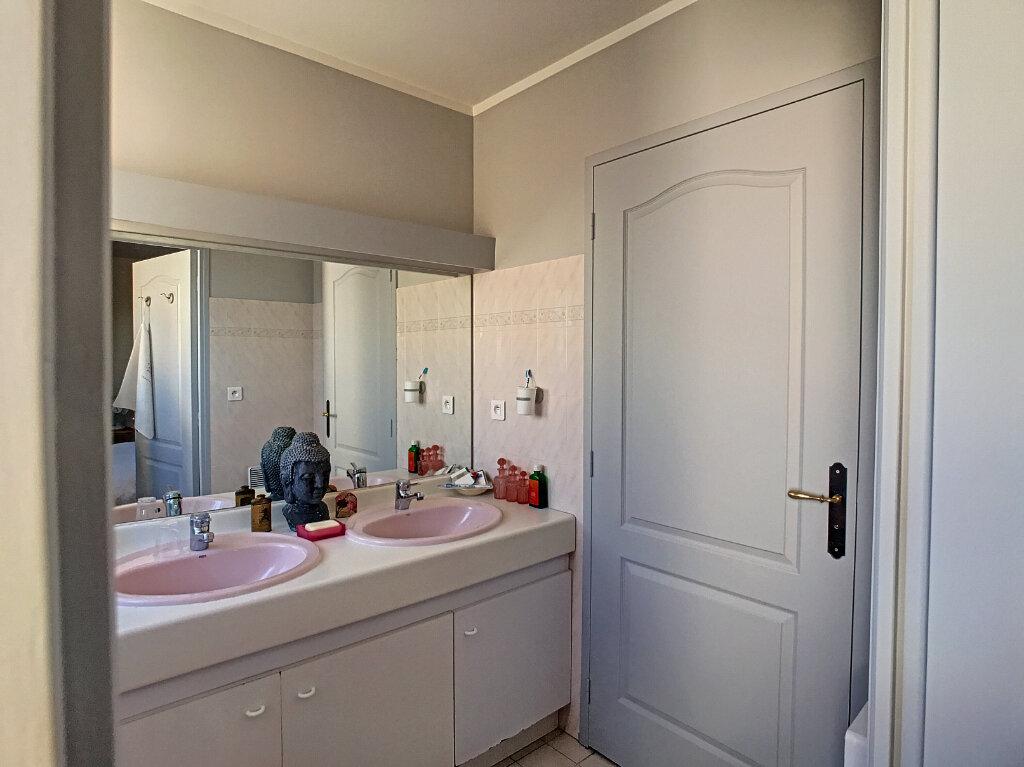 Maison à vendre 4 113m2 à Villeneuve-Loubet vignette-9
