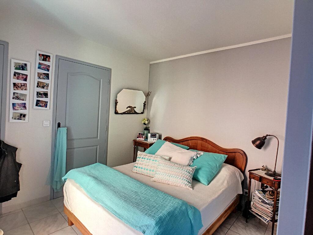 Maison à vendre 4 113m2 à Villeneuve-Loubet vignette-10