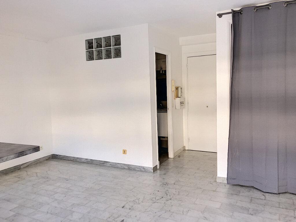 Appartement à louer 1 25.45m2 à Villeneuve-Loubet vignette-2