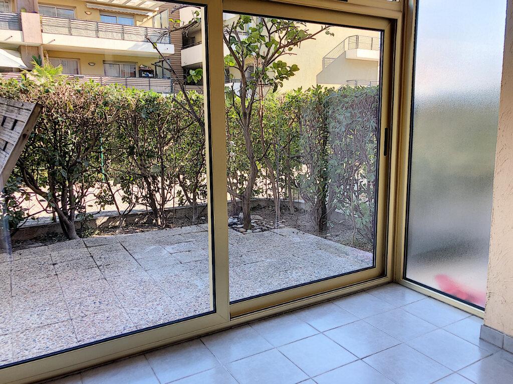 Appartement à louer 1 25.45m2 à Villeneuve-Loubet vignette-3