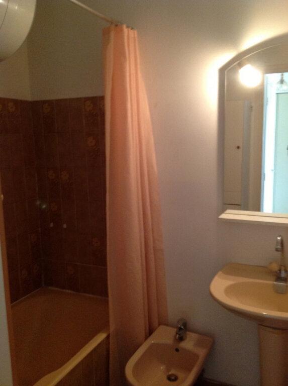 Appartement à louer 1 30m2 à Saint-Laurent-du-Var vignette-5