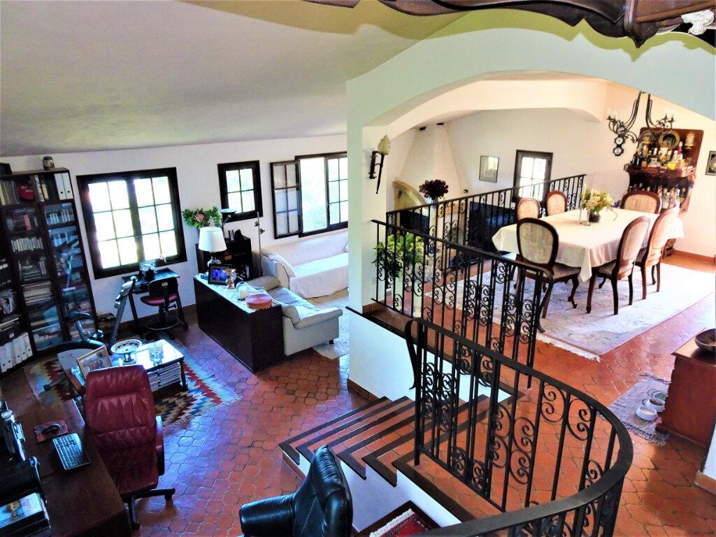 Maison à vendre 6 170m2 à Cagnes-sur-Mer vignette-3