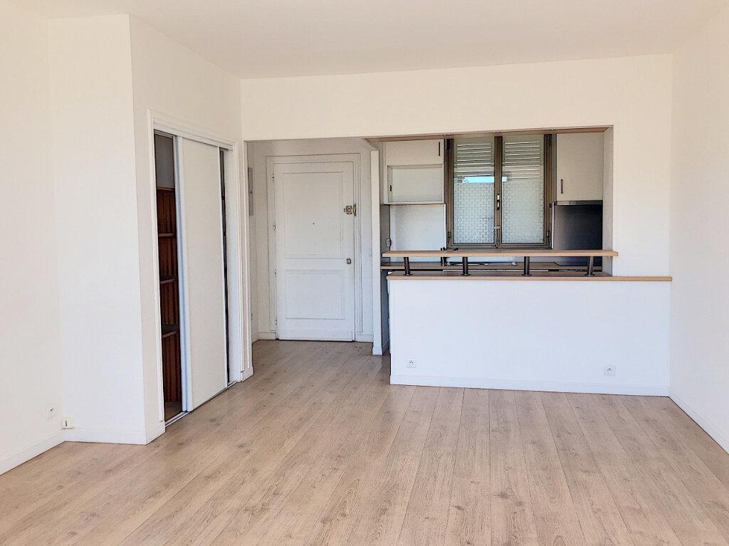 Appartement à louer 2 46m2 à Villeneuve-Loubet vignette-4