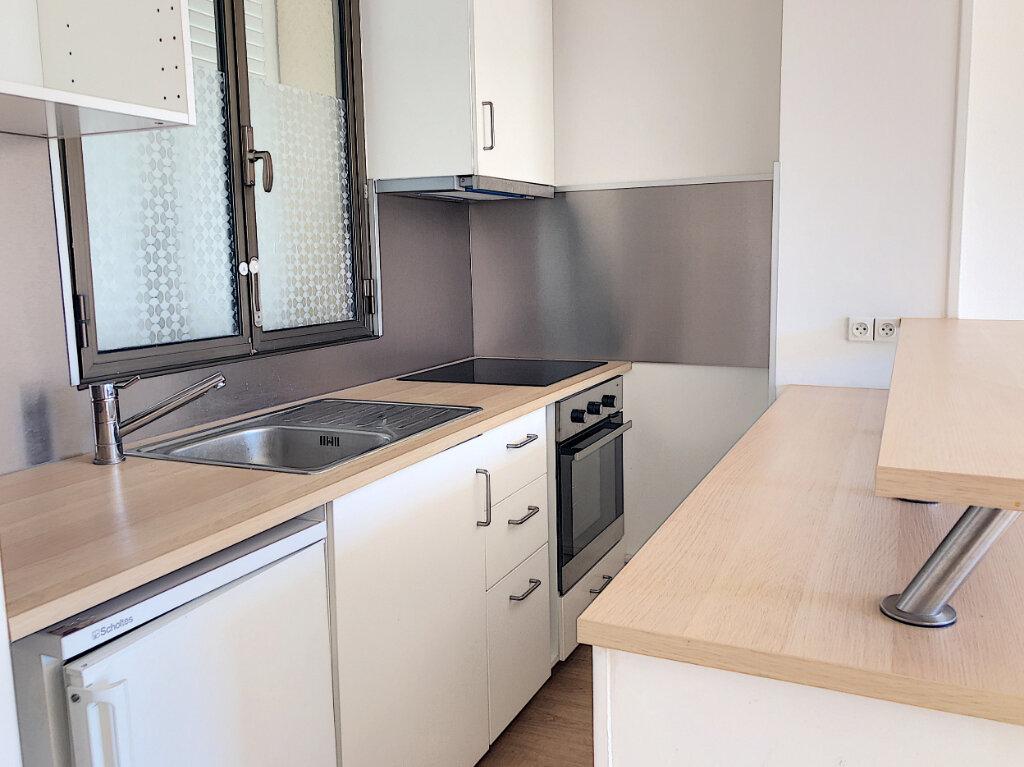 Appartement à louer 2 46m2 à Villeneuve-Loubet vignette-5