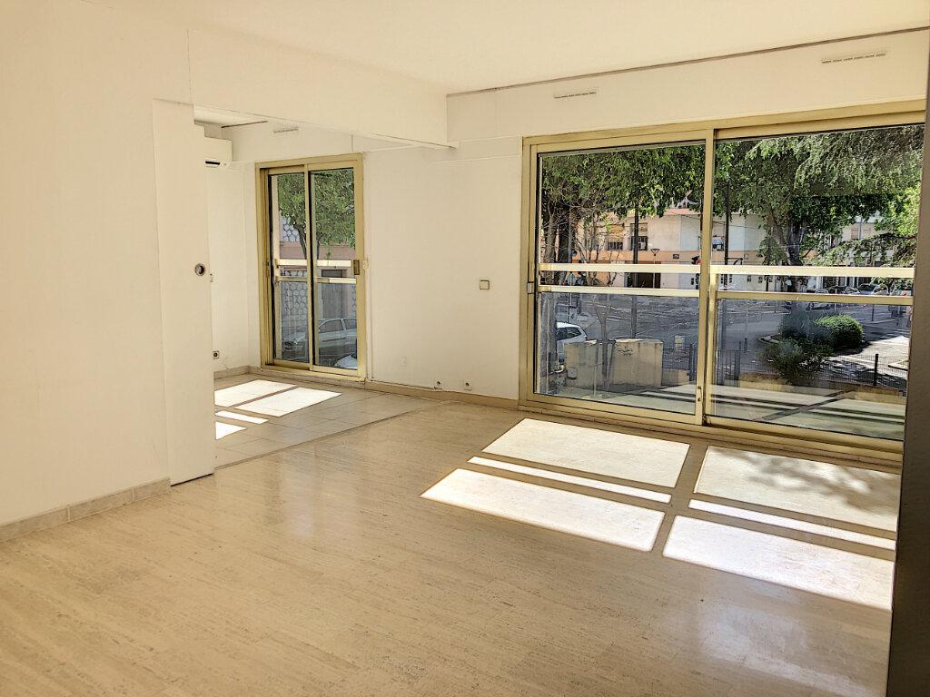 Appartement à louer 3 71m2 à Antibes vignette-1