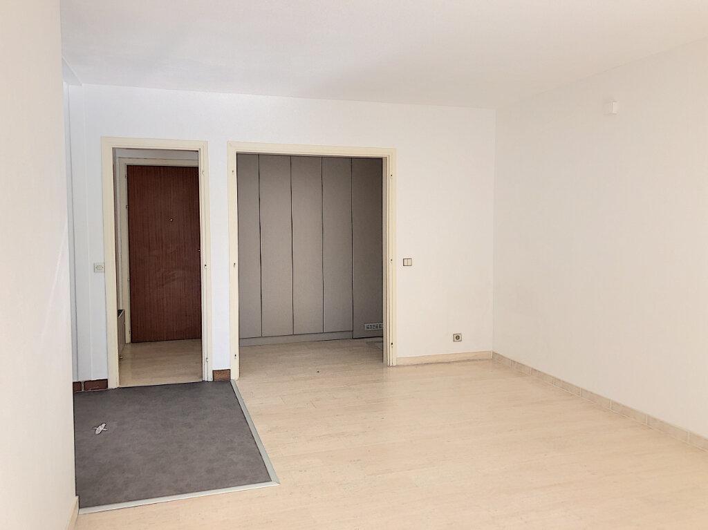 Appartement à louer 3 71m2 à Antibes vignette-2