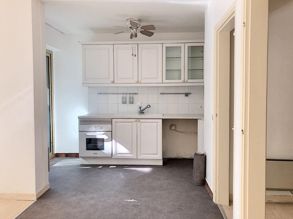 Appartement à louer 3 71m2 à Antibes vignette-3