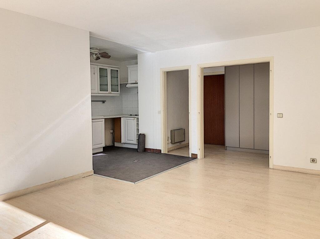 Appartement à louer 3 71m2 à Antibes vignette-4