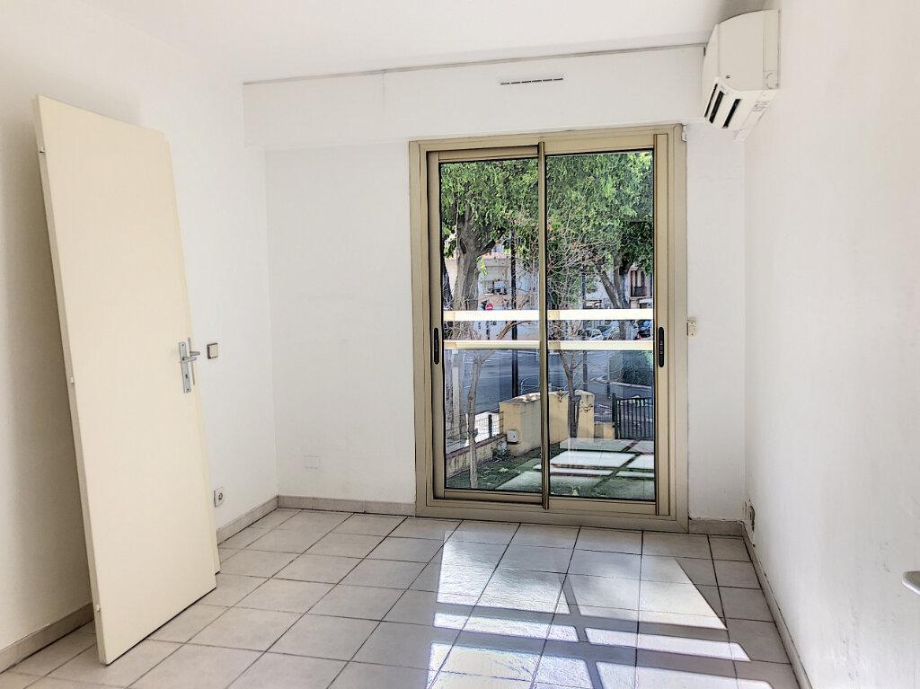 Appartement à louer 3 71m2 à Antibes vignette-8