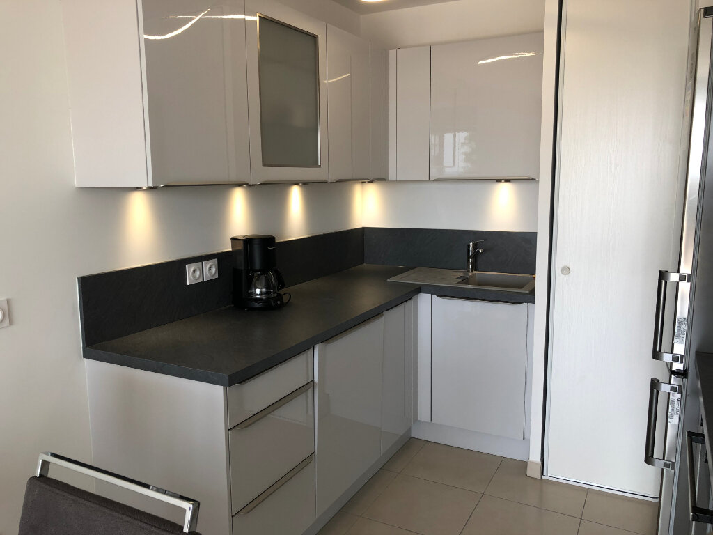 Appartement à louer 2 44.24m2 à Villeneuve-Loubet vignette-3