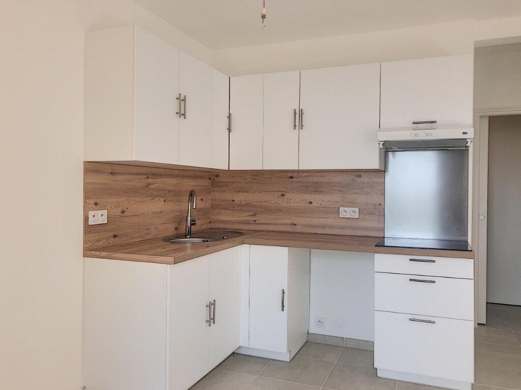 Appartement à louer 2 45m2 à Villeneuve-Loubet vignette-3