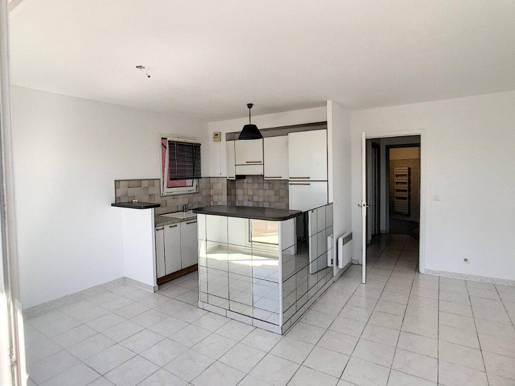 Appartement à louer 2 48.05m2 à Saint-Laurent-du-Var vignette-2
