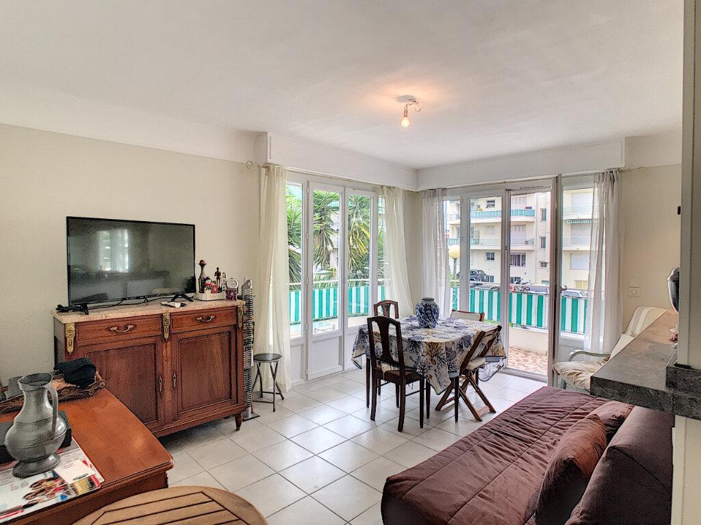 Appartement à louer 3 62.05m2 à Cagnes-sur-Mer vignette-2