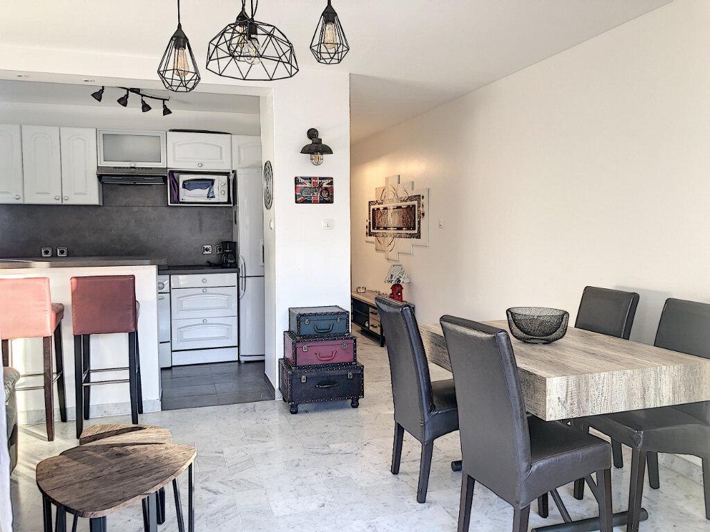 Appartement à louer 3 60.24m2 à Cagnes-sur-Mer vignette-2