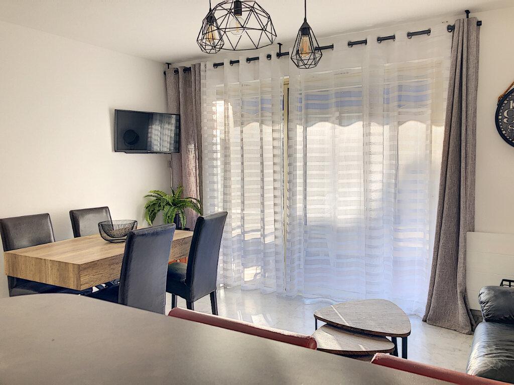 Appartement à louer 3 60.24m2 à Cagnes-sur-Mer vignette-4
