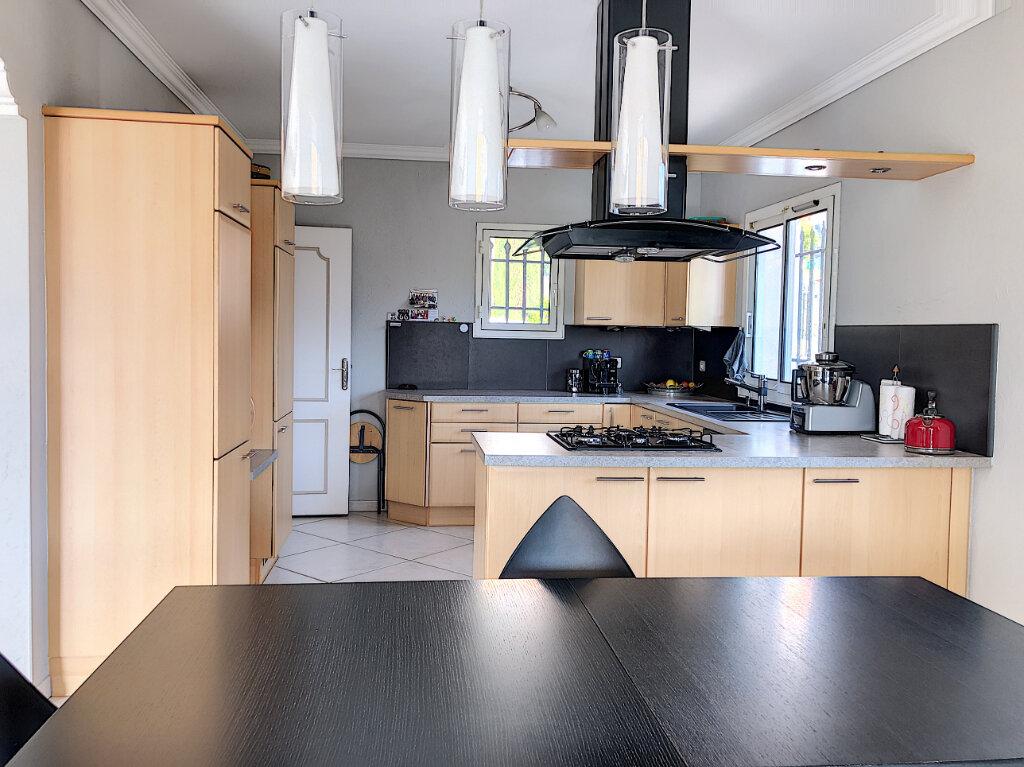 Maison à louer 4 150m2 à Vence vignette-6