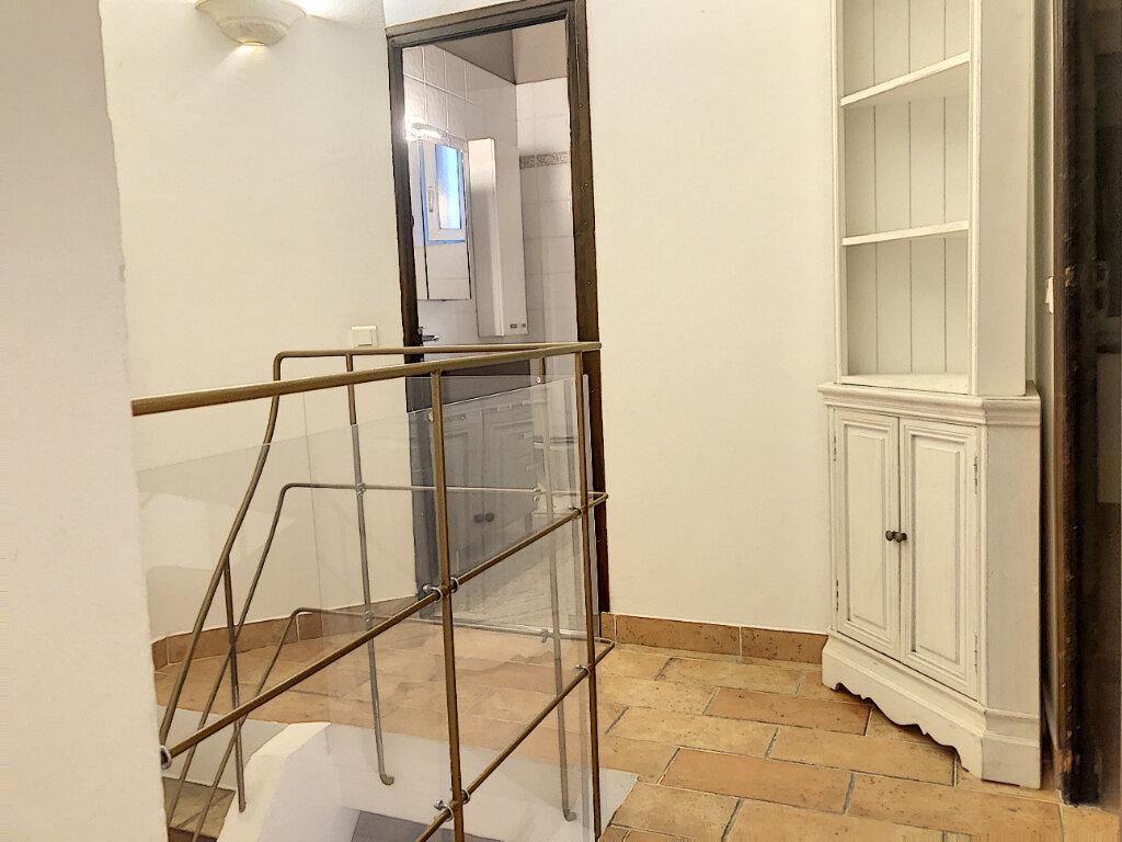 Maison à louer 3 80m2 à Cagnes-sur-Mer vignette-3
