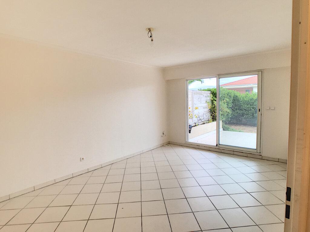 Appartement à louer 2 45.32m2 à Saint-Laurent-du-Var vignette-3