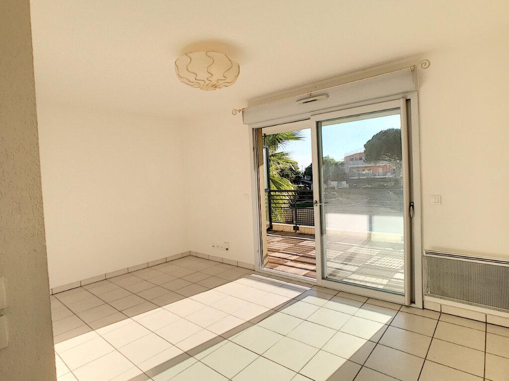 Appartement à louer 2 39.2m2 à Villeneuve-Loubet vignette-3