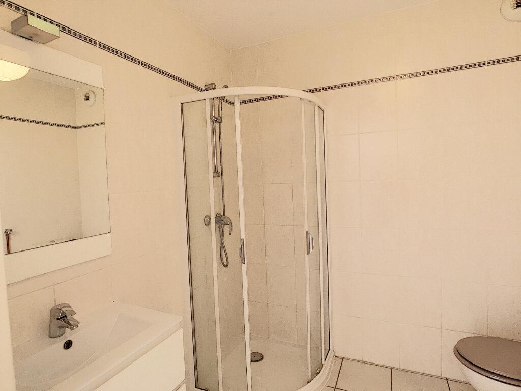 Appartement à louer 2 39.2m2 à Villeneuve-Loubet vignette-4