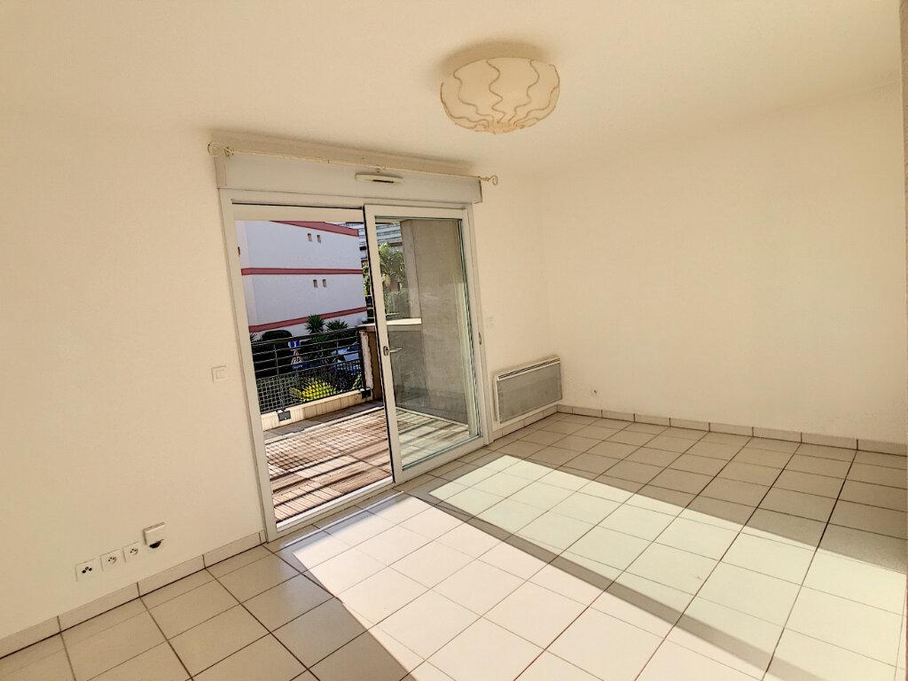 Appartement à louer 2 39.2m2 à Villeneuve-Loubet vignette-6