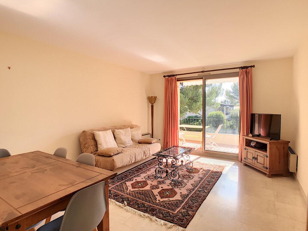 Appartement à louer 2 55m2 à Villeneuve-Loubet vignette-4