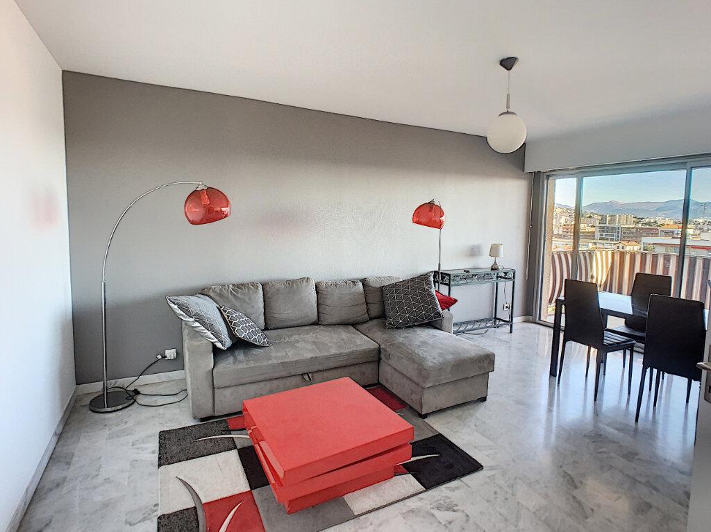 Appartement à louer 2 57m2 à Saint-Laurent-du-Var vignette-4