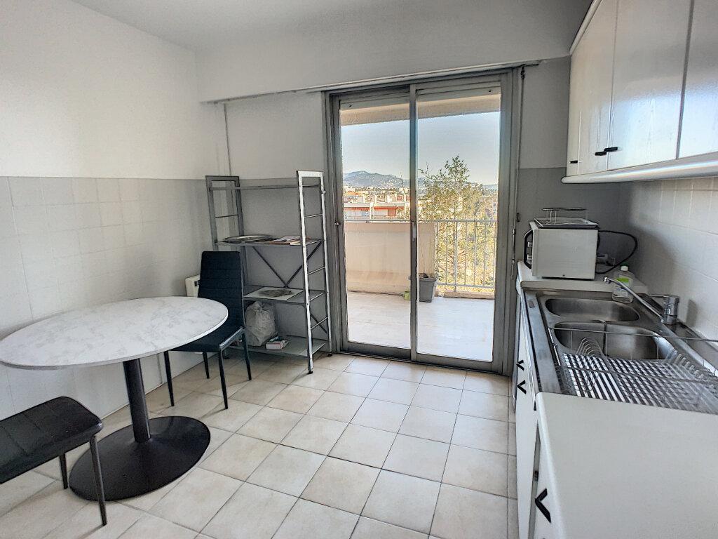 Appartement à louer 2 57m2 à Saint-Laurent-du-Var vignette-5
