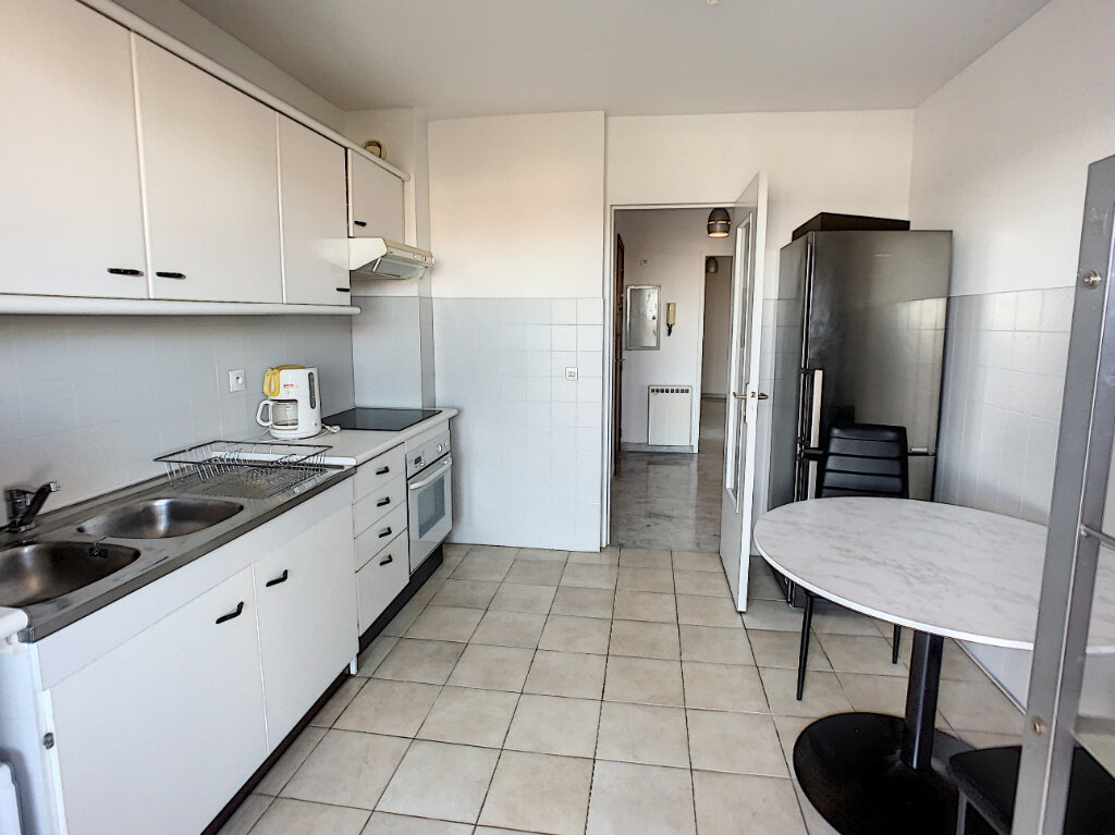 Appartement à louer 2 57m2 à Saint-Laurent-du-Var vignette-6