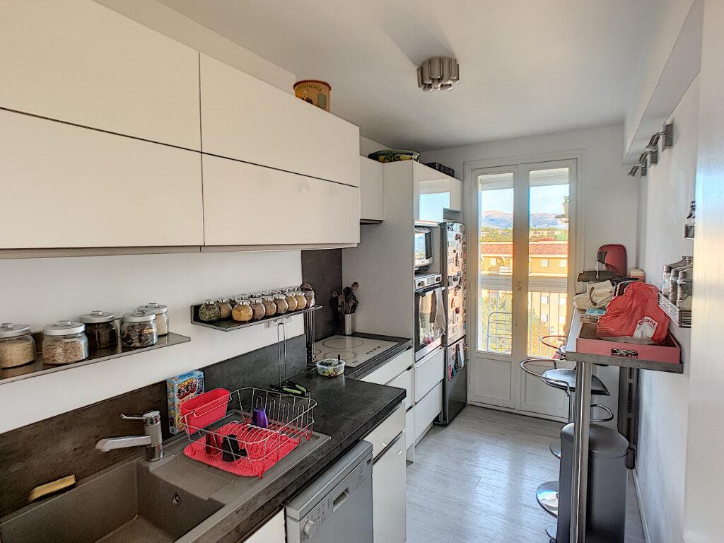 Appartement à louer 3 63m2 à Antibes vignette-3